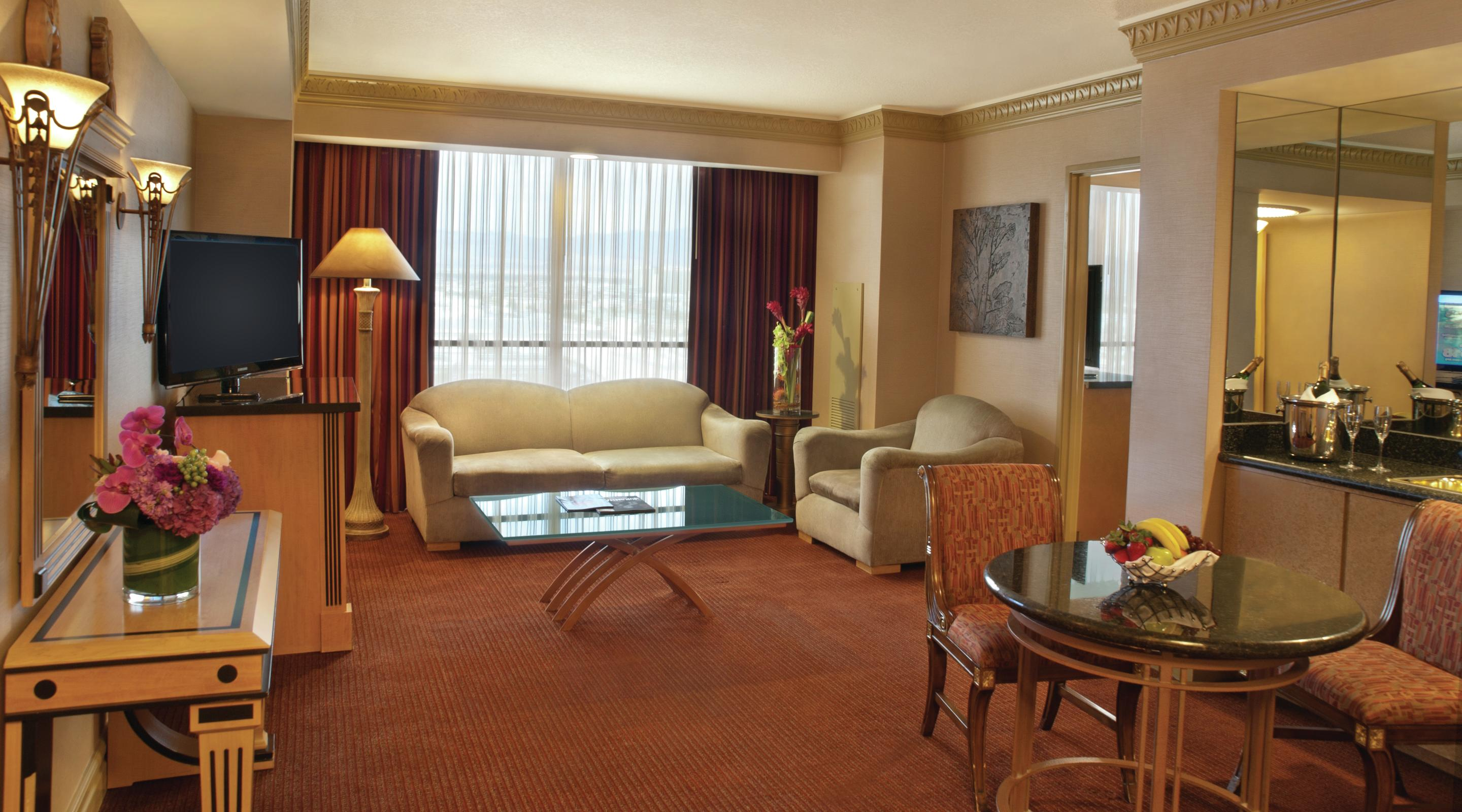 Image gallery luxor suites for Luxury hotel suites