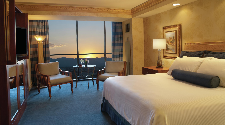Las Vegas Rooms Tower Deluxe King Luxor Hotel  Casino - Mirage two bedroom tower suite